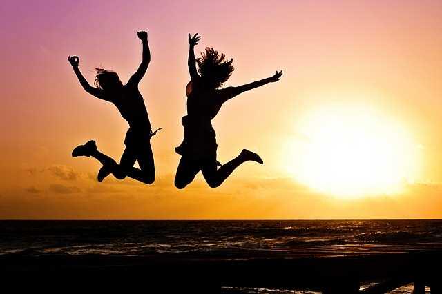 В прыжке на закате